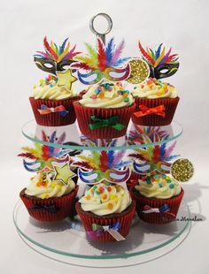 Festa Carnaval: 22 ideias para reproduzir em casa! Carnival Decorations, Las Vegas Party, Mardi Gras Party, Tropical Party, Masquerade Party, Slumber Parties, Dessert, Sweet 16, Cupcake Cakes