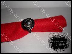 Si estás interesado en este anillo www.bonnyandcraft.blogspot.com
