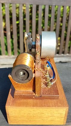 Electronics Mini Projects, Electrical Projects, Diy Electronics, Robotics Engineering, Mechanical Engineering, Motor Stirling, Solar Thermal Panels, Diy Gifts Videos, Bedroom Gadgets