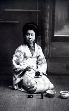 Geiko Kaneko 1905 by Blue Ruin1, via Flickr