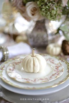 A Soft Vintage Thanksgiving Table, - Thanksgiving Decorations Diy Thanksgiving Plates, Vintage Thanksgiving, Thanksgiving Tablescapes, Thanksgiving Decorations, Vintage Fall, Vintage Ideas, Seasonal Decor, Fall Table Centerpieces, Table Decorations