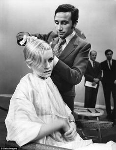 Len Lewis was the favourite hairdresser of many icons of the 60s, including supermodel Twi...