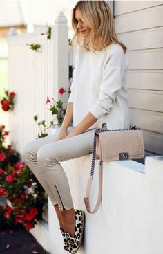 White sweater+beige pants+loepard print loafers+nude chain shoulder bag. Pre-Fall Casual/ Everyday /Casual Workwear Outfit 2017