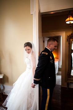 #firstlook James and Amanda's #memphis wedding. Photo // Evan David Photography