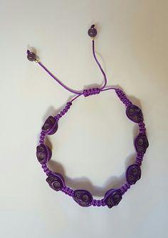 Macrame bracelet with cute skulls