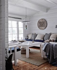 A beautiful lake cottage by Krista Keltanen photography Style At Home, Beach House Style, Foyers, Interior Styling, Interior Design, Beach Cottages, Decorating Your Home, Lake Cottage Decorating, Home Furnishings