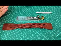 Leather Bracelet Tutorial, Driftwood Crafts, Leather Flowers, Paracord Bracelets, Tie Knots, Leather Working, Leather Craft, Hair Accessories, Sewing