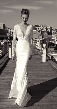 Love this #WeddingDress - very sophisticated and sexy #OldHollywoodGlam