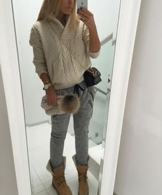 How to rock the casual chic look Knitted Coat, Sweater Jacket, Knit Crochet, Knitwear, Casual Outfits, Street Style, Knitting, My Style, Sweatshirts