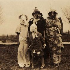 odd old black and white photos | Strange-Black-And-White-Photos-From-Past-Halloween3