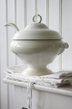 White Ironstone Tureen via Lantliv i Norregård Brocante, White Pottery, White Cottage, Crockery, Dishware, Tureens, Tureen, Butler Pantry, Ironstone