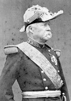 mac mahon - El Ejército del Mosa y el III Ejército Prusiano, dirigidos por el Mariscal de Campo Helmuth von Moltke y acompañados por el rey de Prusia, Guillermo I y el canciller prusiano Otto von Bismarck, arrinconaron al ejército de MacMahon en Sedán, en una maniobra envolvente a gran escala. El propio MacMahon fue herido durante los ataques, y el mando pasó a manos del general Auguste Ducrot.