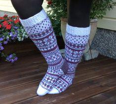 Pitkät kirjoneulesukat Knee High Socks, Knitting Socks, Mittens, Needlework, Slippers, Crochet, Diagram, Hot, Projects