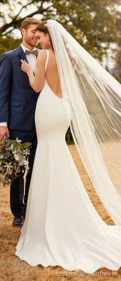 Vestido de Noiva Sereia, Vestido Ousado no estilo sereia. Vestido para casamento e terno azul do noivo. Elegant Wedding, Sleek Wedding Dress, Backless Wedding, Perfect Wedding Dress, Luxury Wedding, Dream Wedding Dresses, Bridal Dresses, Crepe Wedding Dress, Bridesmaid Dresses