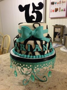 Bow, glitter and animal print cake>