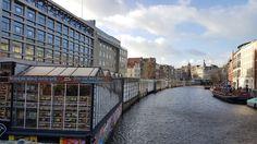Bloemenmarkt - Mercado de Flores, Amesterdão | Viaje Comigo Louvre, Building, Travel, Frozen Water, Floating Flowers, Van Gogh Museum, 12th Century, Boating, City