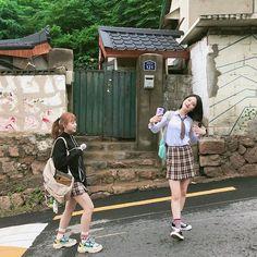 학교 끝!!!!!!🏫 이제 도하랑 보람이랑 에이틴 보러 가자요👏👏 잠시 후 7시, 같이 봐주실 거죠? . . #에이틴 #플레이리스트 #웹드라마 #본방사수 #오르막길 #집에가는길 #고등학교 #고등학생 #고1 #고2 #고3 #00 #01 #02 #열여덟… Korean Couple, Korean Girl, Asian Girl, School Uniform Fashion, School Girl Outfit, Girls School, Ullzang Girls, Teen Web, Teen Images