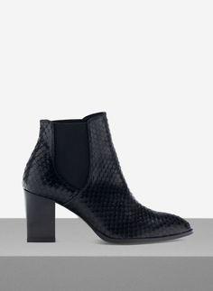 Uterqüe Netherlands - Snake skin effect ankle boots
