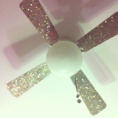 Kels' new glitter fan blades !! #GlitterBedroom