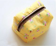 Box Bag Little Boxy Pouch. DIY Sewing Tutorial in pictures.