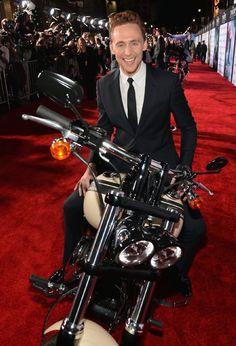 Tom Hiddleston at event of Thor: The Dark World