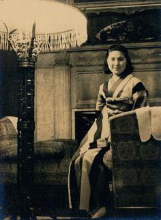 Portrait of My Wife , 1942. Kansuke Ymamoto. ©Toshio Yamamoto.山本悍右 昭和17年