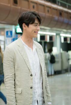 His smile is the key to unlock my heart❤️❤️❤️❤️❤️❤️. Hyun Bin, Handsome Actors, Handsome Boys, Asian Actors, Korean Actors, Hyde Jekyll Me, Netflix, Kdrama Actors, Korean Artist