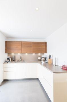 Sol de cuisine en béton ciré Gris Souris (Marc Jardot Photographe) Decor, Kitchen Cabinet Design, Kitchen Cabinets, Cabinet, Deco, Home Decor, Kitchen, Cabinet Design, Home Kitchens