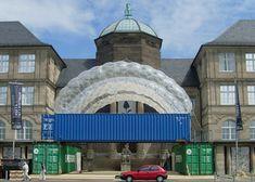 FLUXUS PABELLÓN -Kunstmuseum Wiesbaden - Exposición 50 AÑOS DE FLUXUS en Wiesbaden. El proyecto incluye el desarrollo de tres Containers Marítimos de 40 pies como base para un techo neumático. El edificio se encuentra en la explanada del Kunstmuseum - Wiesbaden - Alemania