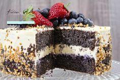 Makový dort bez mouky je výborný s jogurtovým krémem , posypat borůvkami a navrch udělat z borůvkové šťávy rosol