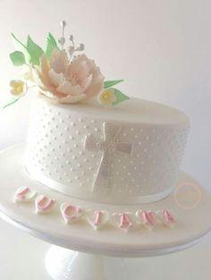 Bundles of Joy: 6 Sweet Christening Cake Ideas & Cupcake Designs Cupcakes Design, Cake Designs, Baptism Cross Cake, Simple Baptism Cake, Christening Cake Girls, Christening Cakes, Christening Decorations, Cross Cakes, Religious Cakes