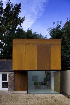 Almerston Studio / Boyd Cody Architects Minimalist Architecture, Amazing Architecture, Contemporary Architecture, Art And Architecture, Architecture Details, Installation Architecture, Metal Buildings, Modern Buildings, Villa