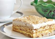 Burnt Sugar Cake with Nuts and Whipped Cream My Recipes, Cake Recipes, Cooking Recipes, Favorite Recipes, Burnt Sugar Cake, Fresco, Romanian Food, Romanian Recipes, Good Food