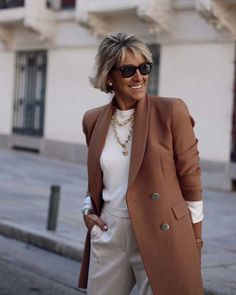 View all pictures, buttons and outfits from Margarita ( on 21 Buttons Casual Winter Outfits, Classic Outfits, Fall Outfits, Fashion Outfits, Fashion Ideas, Fashion For Women Over 40, Fashion Over 50, Mature Women Fashion, Womens Fashion