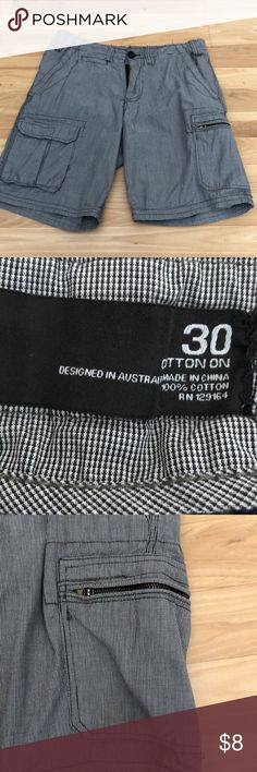 Men's Cotton On Black & White Plaid Shorts Cotton On Men's Shorts in great condition. 100% Cotton  No stains or holes Size 30 Cotton On Shorts Cargo