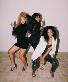 Beyonce, Kelly Rowland & Michelle Williams Have a Destiny's Child Reunion at the Peter Dundas Store Opening! Beyonce 2013, Rihanna, Estilo Beyonce, Beyonce Style, Beyonce Knowles Carter, Beyonce And Jay Z, Blue Ivy Carter, Kelly Rowland, Destiny's Child