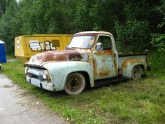 Classic ford pickup truck by Drontfarmaren, via Flickr