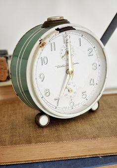 Green enameled table clock