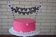 NEW Minnie Mouse Cake Bunting Banner by on Etsy--but we make our own and put on a mini cake from GE Bolo Da Minnie Mouse, Minnie Mouse Cake, 2nd Birthday Parties, Birthday Cake, Birthday Ideas, Reptile Party, Cake Bunting, Bday Girl, Mouse Parties