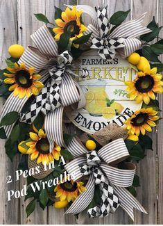 54 Ideas for front door wreaths lemons Summer Door Wreaths, Easter Wreaths, Fall Wreaths, Wreaths For Front Door, Front Door Design, Front Door Decor, Front Doors, Lemon Wreath, Sunflower Wreaths