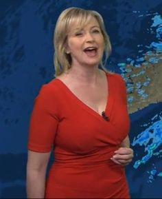Carol Kirkwood born 29 May 1962 is a Scottish weather presenter trained by the Met Office and employed by the BBC in particular on BBC Breakfast and Vict Older Women Fashion, Sexy Older Women, Salma Hayek Body, Kate Thompson, Carol Kirkwood, Red Frock, Beautiful Old Woman, Tv Presenters, Voluptuous Women