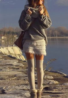 I never came to the idea, to combine my overknees with my lace skirt or shorts! Maybe I should try...