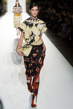 https://www.vogue.com/fashion-shows/spring-2018-ready-to-wear/dries-van-noten/slideshow/collection