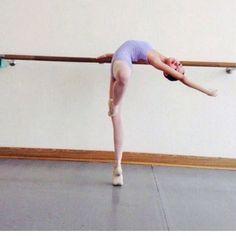 Ballet Class, Dance Class, Ballet Dancers, Yoga Bewegungen, Flexibility Dance, Yoga Posen, Dance Poses, Ballet Photography, Ballet Poses