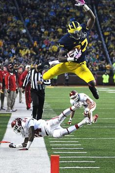 Flying Funchess this kid! He's got a big future ahead of him Michigan Athletics, Michigan Wolverines Football, University Of Michigan, U Of M Football, Football Helmets, College Football, Michigan Go Blue, Ms Marvel, Captain Marvel