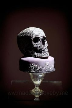 Hand-piped Skull Cake by Madewithlovebyme Halloween Wedding Cakes, Halloween Cakes, Halloween Desserts, Halloween 2015, Halloween Treats, Cupcakes, Cupcake Cakes, Cupcake Art, Beautiful Cakes