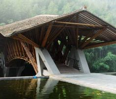 """Bamboo Bridge by Colombian Architect Simon Velez. To combat heat and humidity of """"wearing"""" on a bamboo bridge Velez filled the bamboo sticks with gravel. Architecture Durable, Bamboo Architecture, Sustainable Architecture, Amazing Architecture, Art And Architecture, Bamboo Building, Bamboo Structure, Bamboo Construction, Natural Structures"""