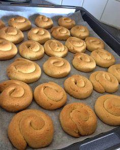 Κουλουράκια πορτοκαλιού !!! ~ ΜΑΓΕΙΡΙΚΗ ΚΑΙ ΣΥΝΤΑΓΕΣ 2 Cake Mix Cookie Recipes, Cake Mix Cookies, Bagel, Doughnut, Cooking Recipes, Sweets, Bread, Desserts, Blog