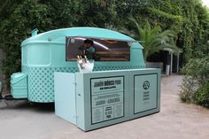 Caravan in a similar colour to Joup branding, might the counter at the front be useful? Food Truck Design, Food Design, Foodtrucks Ideas, Mobile Catering, Best Food Trucks, Food Vans, Meals On Wheels, Pop Up Restaurant, Mobile Business