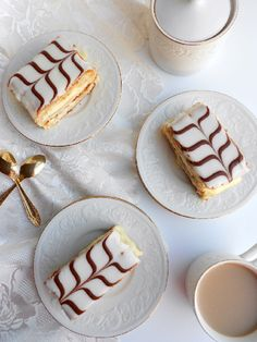 Classic French Napoleon (Mille-Feuille) - - Classic French Napoleon (Mille-Feuille) All things DESSERT After months and months of putting it off, this week I finally conquered the popular French pastry, mille-feuille . Also known as Napol… Napoleon Dessert, Napoleon Cake, Recipe For Napoleon, Napoleon Pastry, Patisserie Paris, French Patisserie, Desserts Français, Fancy Desserts, British Desserts